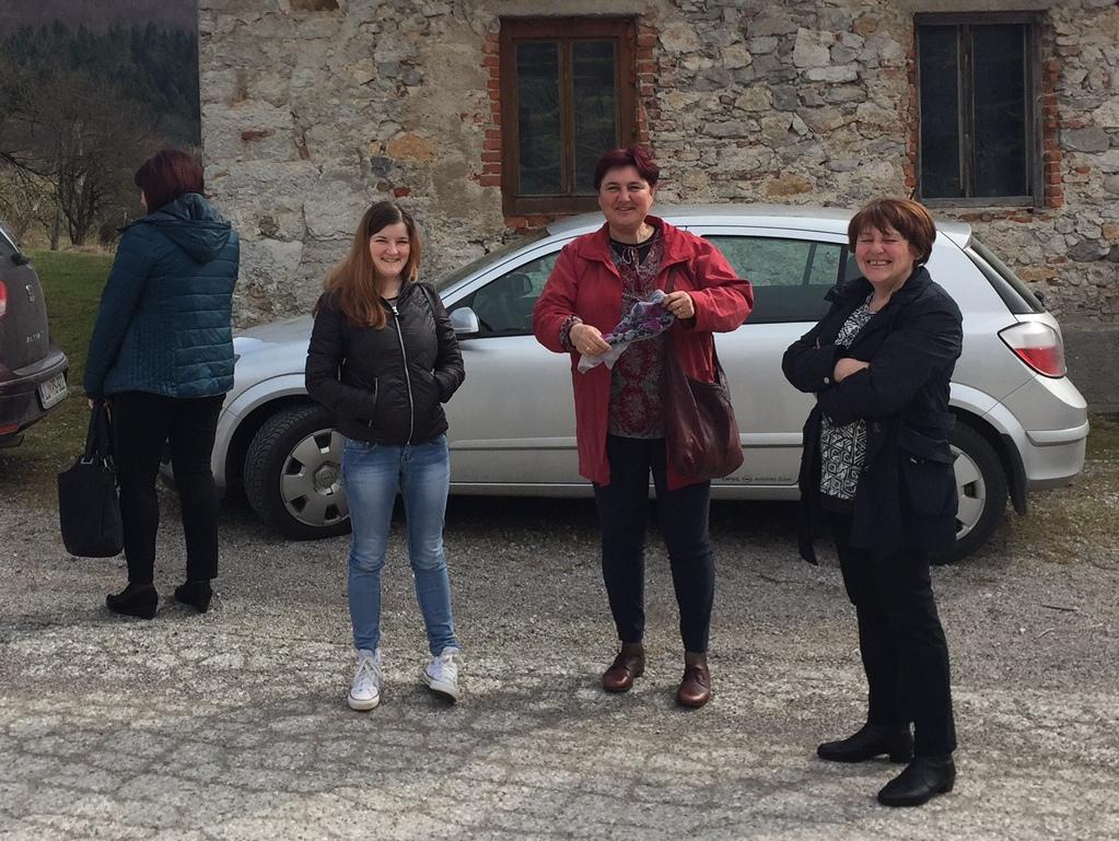Parnasova ekipa prostovoljk in sodelavk - Sabina, Iva in  Anica., manjkata še Lili in Metka.